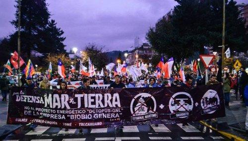 Miles de personas marcharon en Concepción por la defensa del
